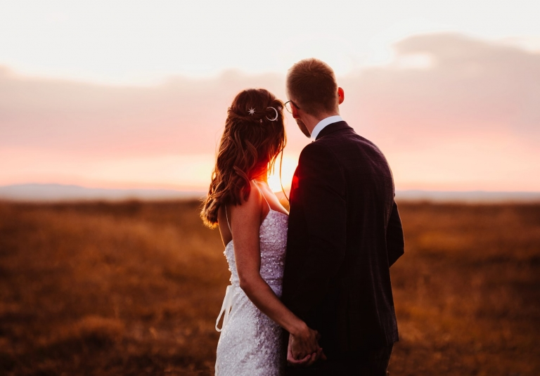 Bride and groom at sunset golden hour at primrose hill farm oxfordshire wedding